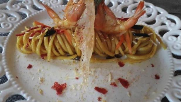 Σπαγγέτι με γαρίδες μανιτάρια και πέστο  με πιπεριές Φλωρίνης