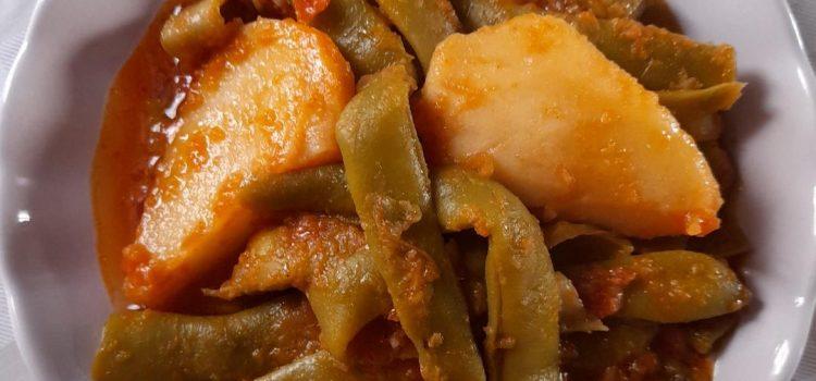 Φασολάκια πλατιά λαδερά με πατάτες