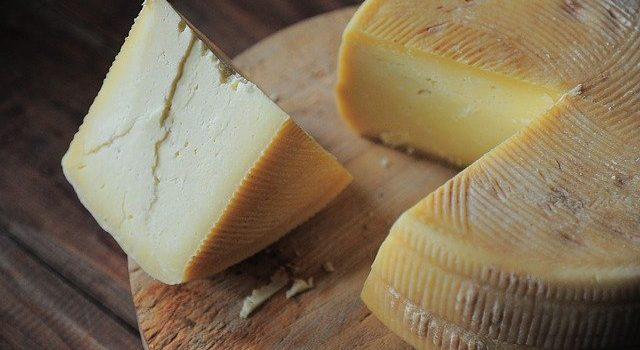 Τυρί σαγανάκι γεμιστό