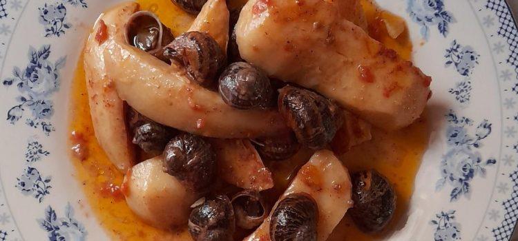Χοχλιούς με τσι πατάτες στο φούρνο