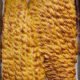 Φιλέτο σολομού ψημένο στο φούρνο με μαγιονέζα και κάρυ.